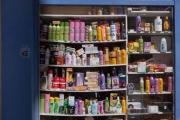 france, region ile de france, paris 14e arrondissement, rue pernety, detail d'une boutique, produits de beauté très colorés,