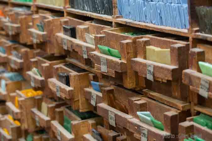 france, region ile d efrance, val d'oise, montigny les cormeille, verrerie albertini, fabrique de plaques de verre et mosaique,