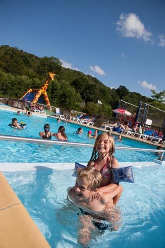france, region haute normandie, eure, fiquefleur equainville, camping la catinière, famille, piscine,