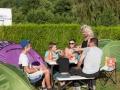 france, region haute normandie, eure, fiquefleur equainville, camping la catinière, famille,, repas pres de la tente,