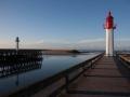 france, region basse normandie, calvados, cote fleurie, trouville sur mer, plage, jetee, estacade, phare, mer