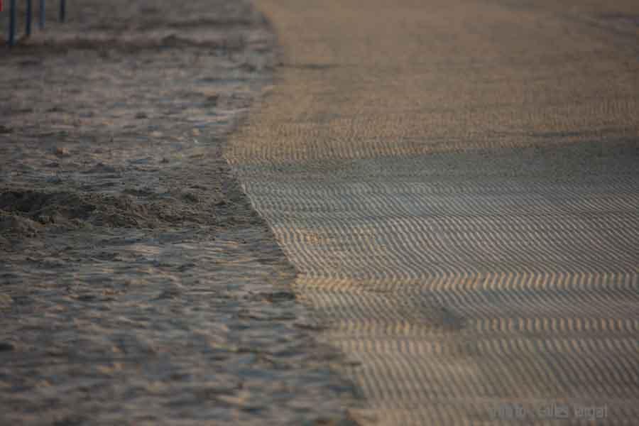 france, region normandie, calvados, pays d'auge, cote flleurie, deauville, les planches et la plage, les parasols plies,