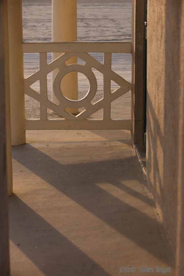 france, region basse normandie, deauville, plage de deauville, front de mer,