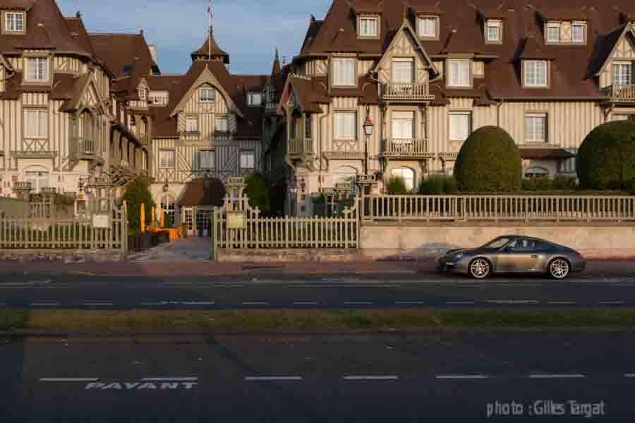 france, region basse normandie, deauville, plage de deauville, front de mer, hotel normandy barriere,