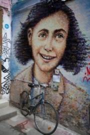 allemagne, germany, berlin, scheunenviertel, quartier des granges,squatt d'artistes, alternatifs, street art, portrait d'anne frank,