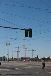 allemagne (germany), berlin, friedrichshain, immauble, ancien berlin est, pont, cables, circulation, signaletique, grues