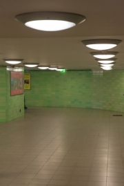 allemagne (germany), berlin, porte de brandebourg, friederichstrasse, station de metro, u bahn, couloir,