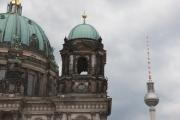 allemagne (germany), berlin,, museuminsell ile aux musees, altes berliner dom, eglise, dome, coupole, tour fernsehturm, tour de television de berlin est,