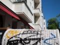 allemagne (germany), berlin, friedrichshain, immauble, ancien berlin est,graffiti, terrasse de restaurant, peinture